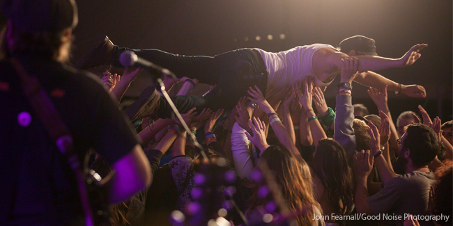 Crowd_Surf